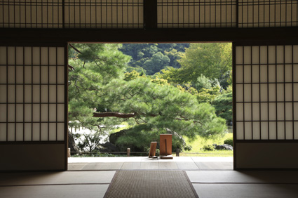 Enjoy a gentle breeze from a tatami mat room